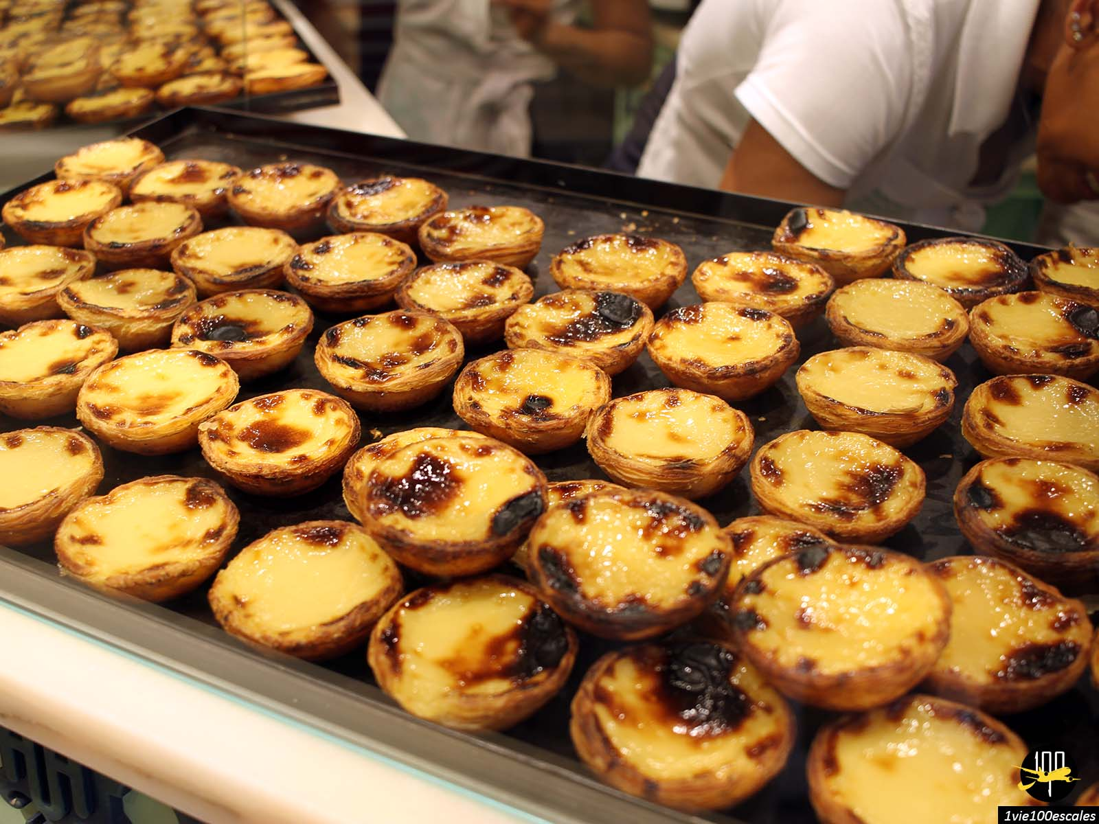 En dessert typique les bons pastel de nata de Lisbonne