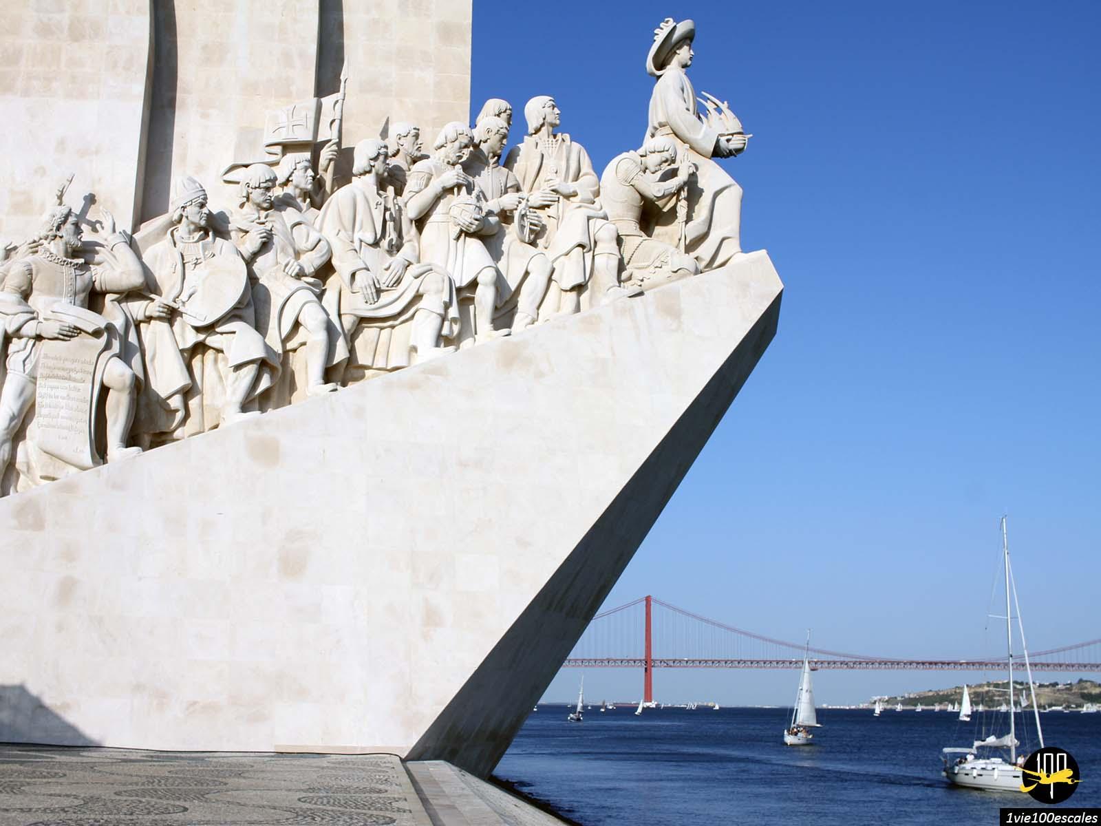 Le monument des Découvertes fut érigé dans le quartier de Belém à Lisbonne en 1960 sous le règne de Salazar