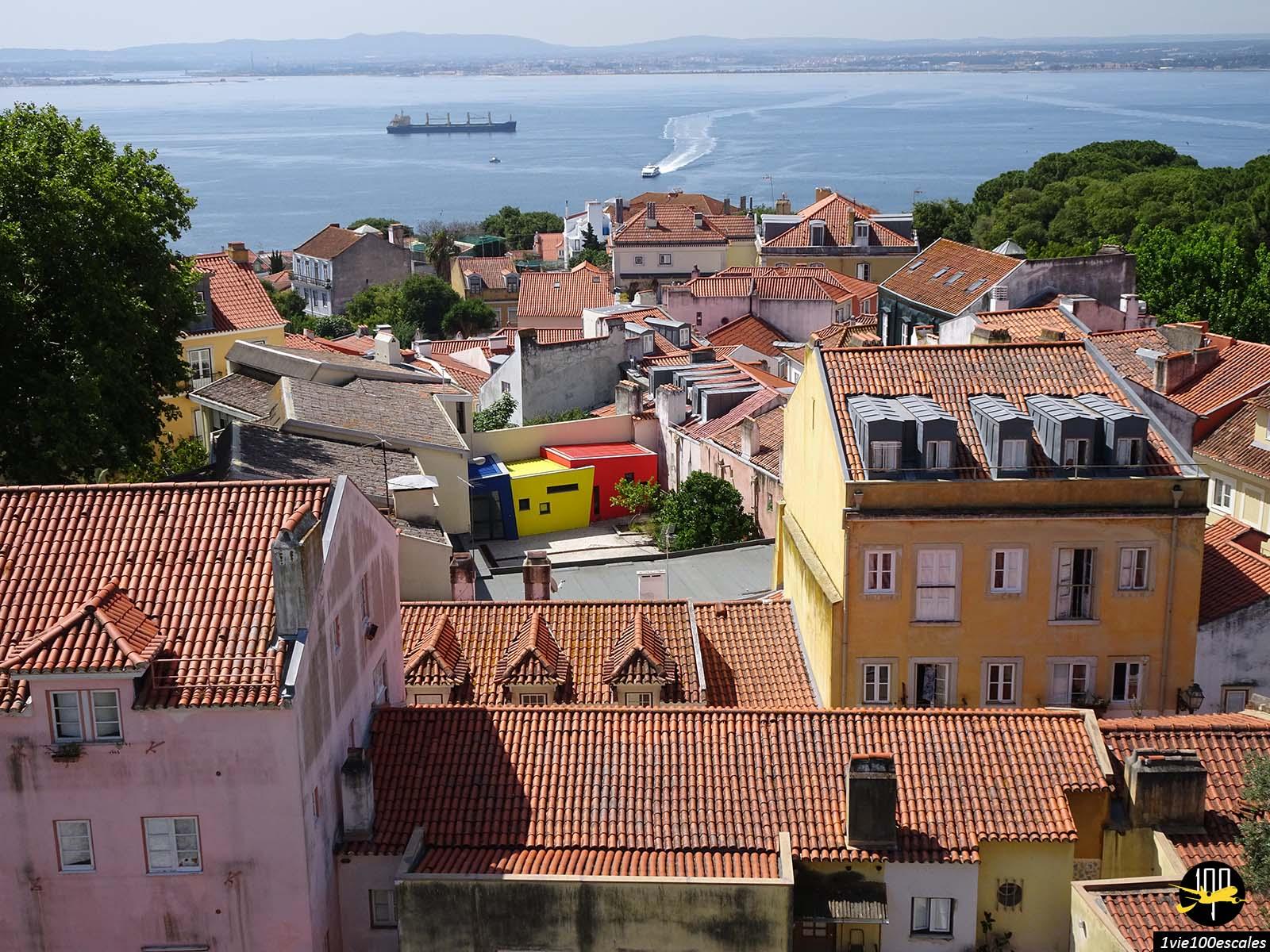 La vue sur la mer depuis le Château Saint-Georges