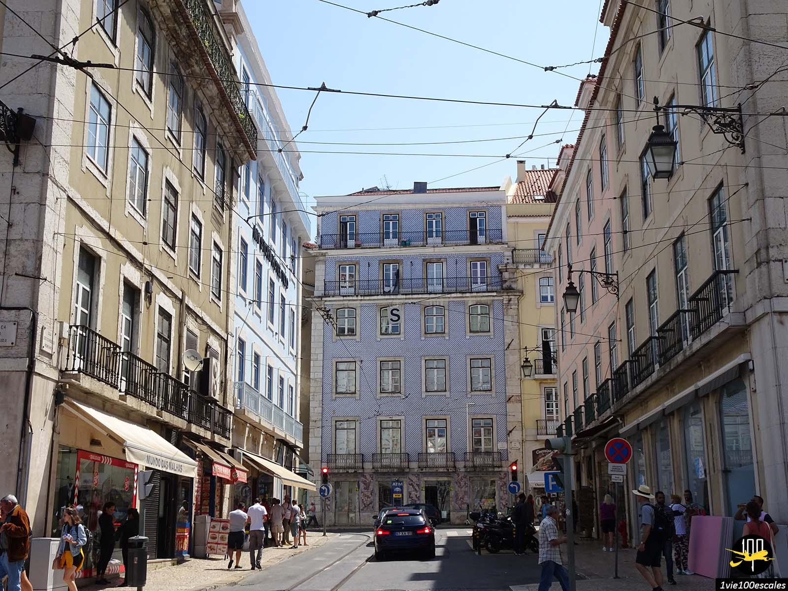 La belle rue Condes de Monsanto à Lisbonne