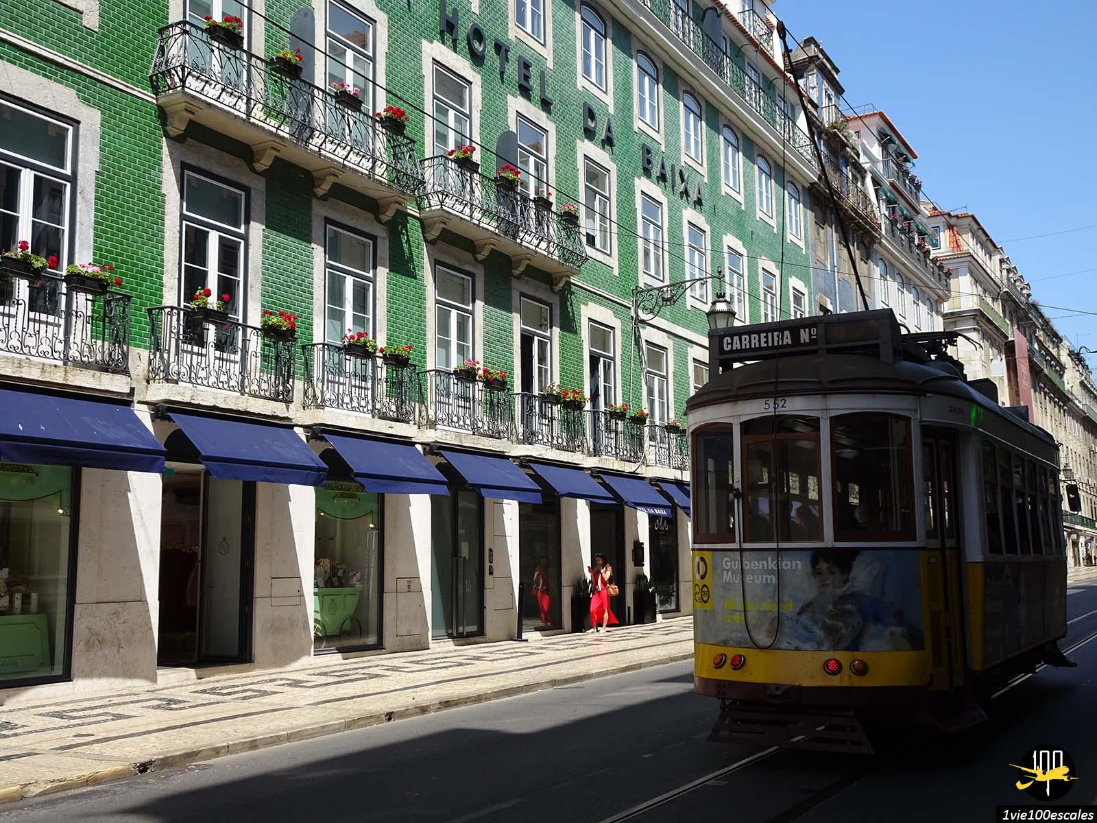 La rue da Prata avec son tramway et son hotel da Baixa