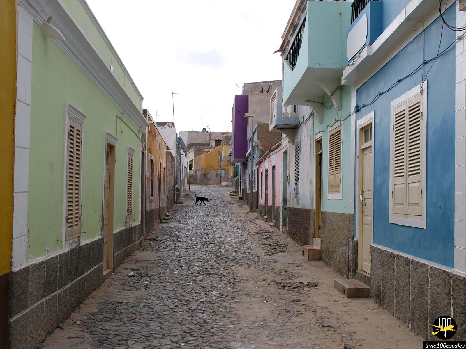 Le petit village coloré de Sal Rei sur l'île de Boa Vista au Cap-Vert