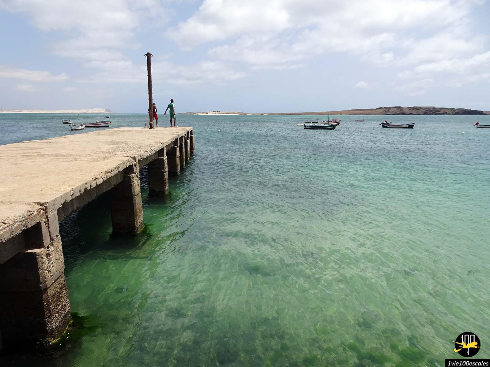 Le ponton du port de Sal Rei sur l'île de Boa Vista