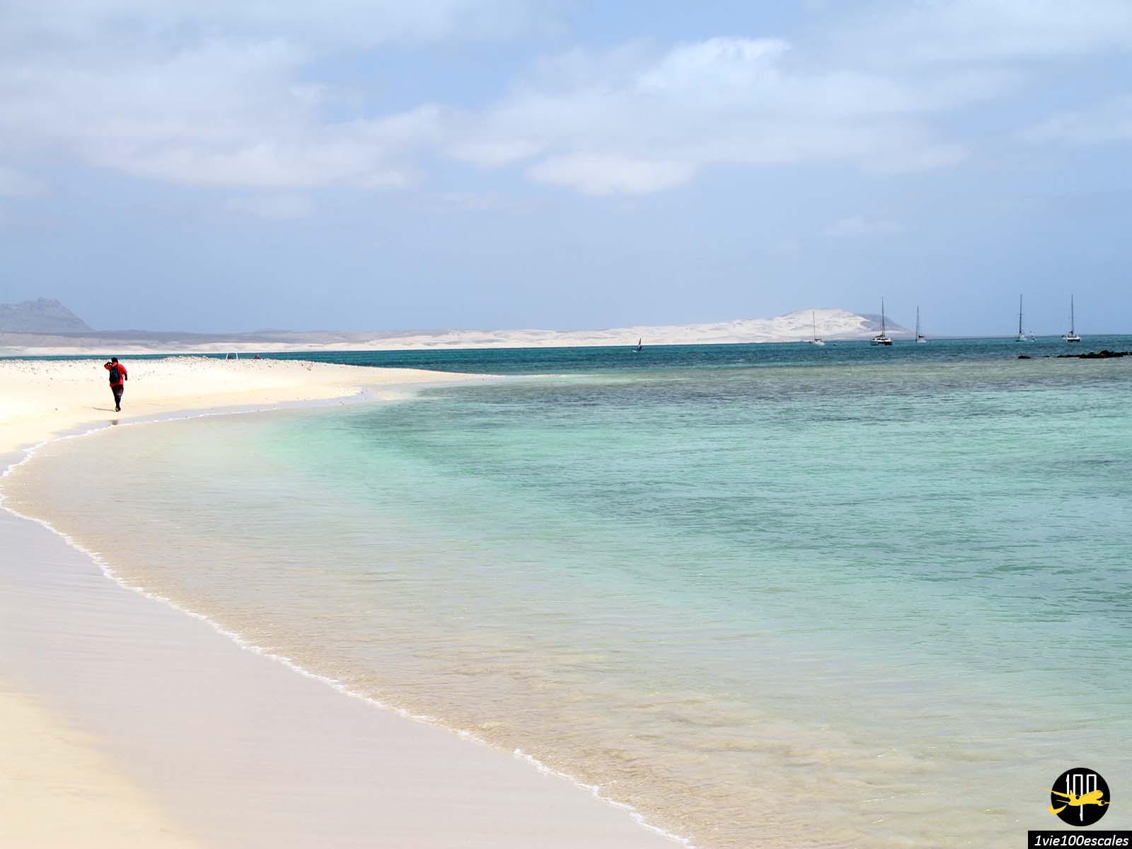 Le bord de mer juste sous Sal Rei sur l'île de Boa Vista