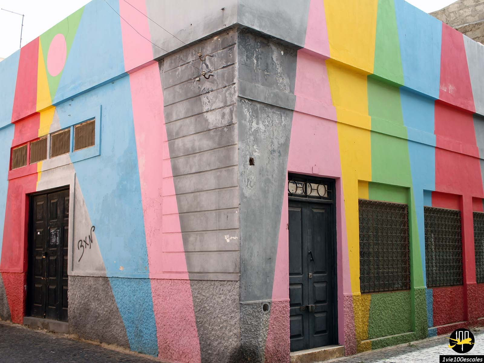 Un maison multi-color dans la ville de Mindelo sur l'île de Sao Vicente