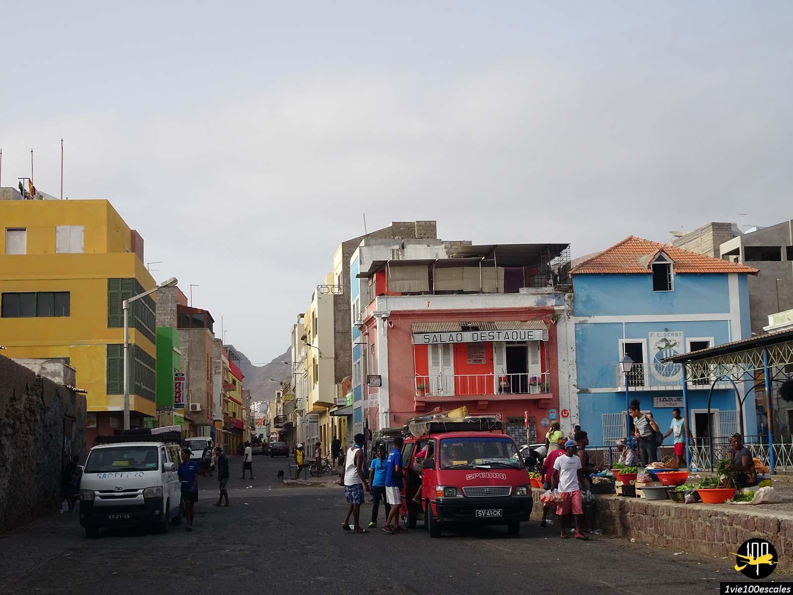 Les stands de fruits et légumes à Mindelo sur l'île de Sao Vicente
