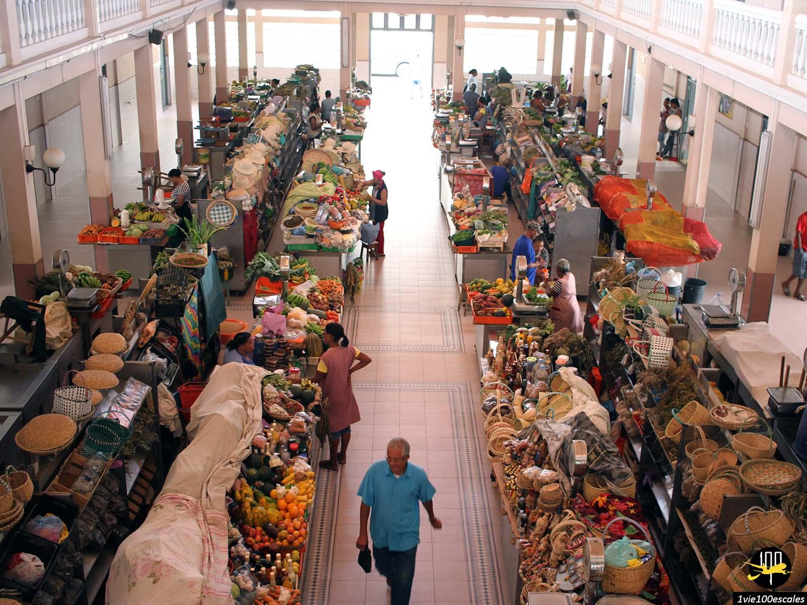 Le petit marché couvert de Mindelo sur l'île de Sao Vicente