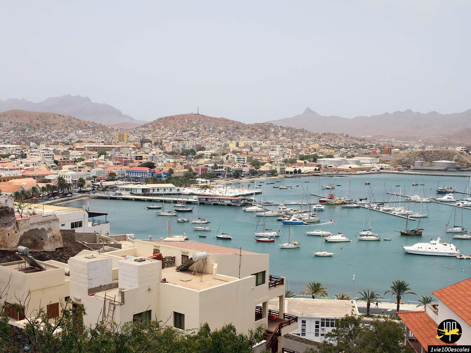 Panorama sur la baie de Mindelo sur l'île de Sao Vicente