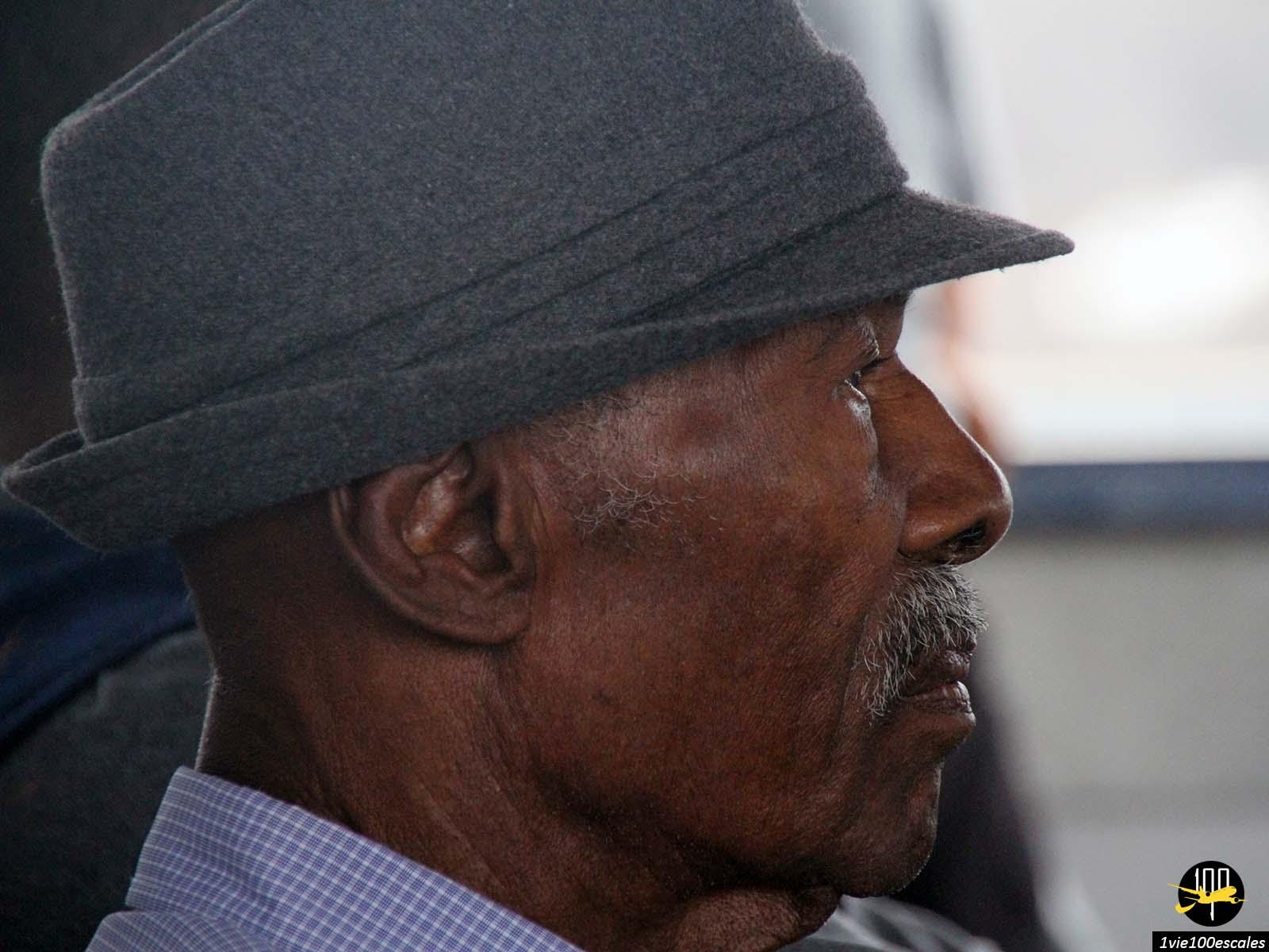 Un très belle homme faisant la traversée entre Mindelo et Santo Antao
