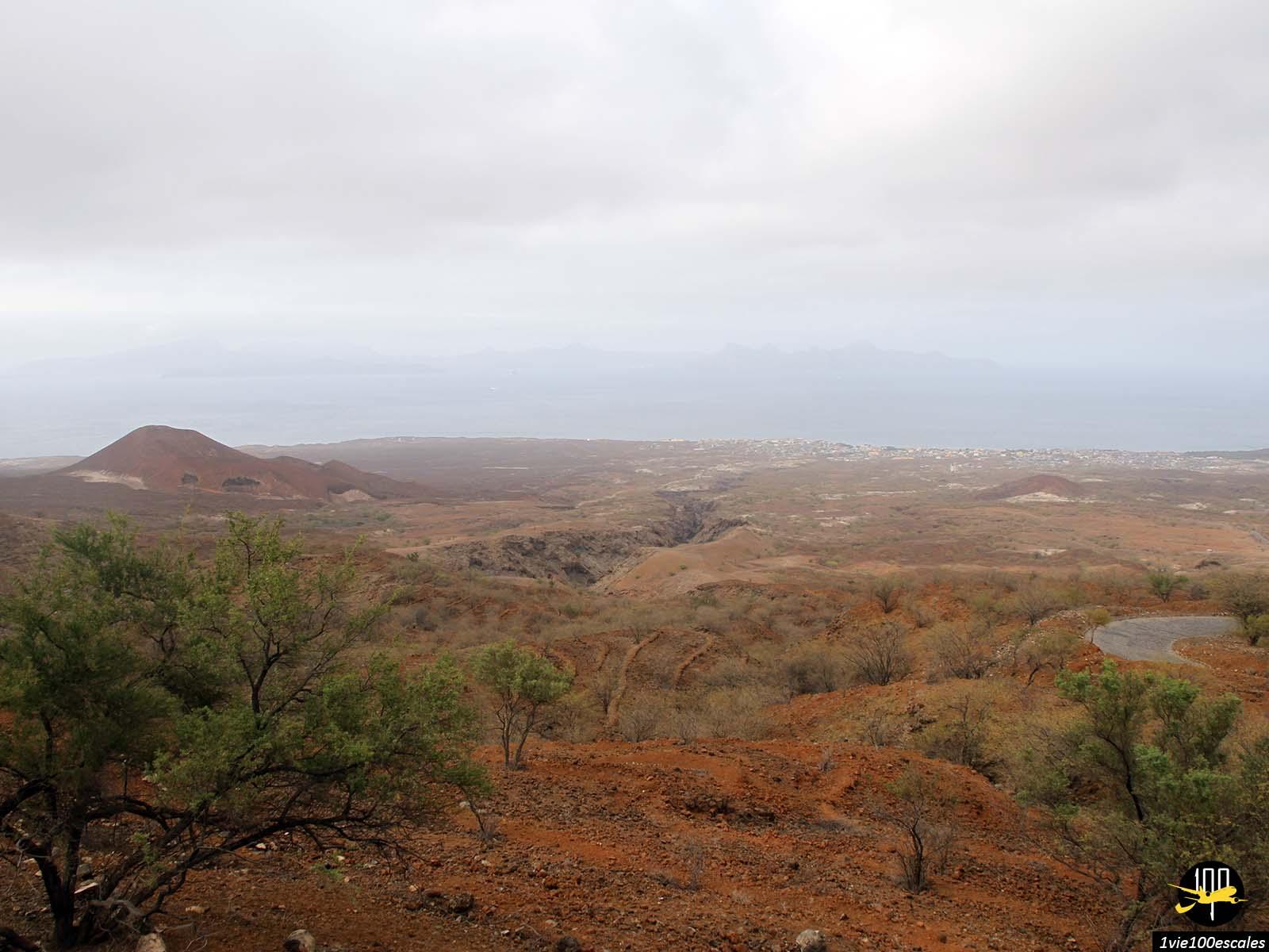 La vue presque desertique de l'ile de Santo Antao au Cap Vert
