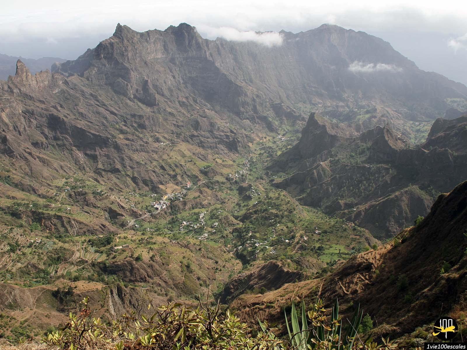 La vue sur les montagnes depuis le pico da cruz de santo antao