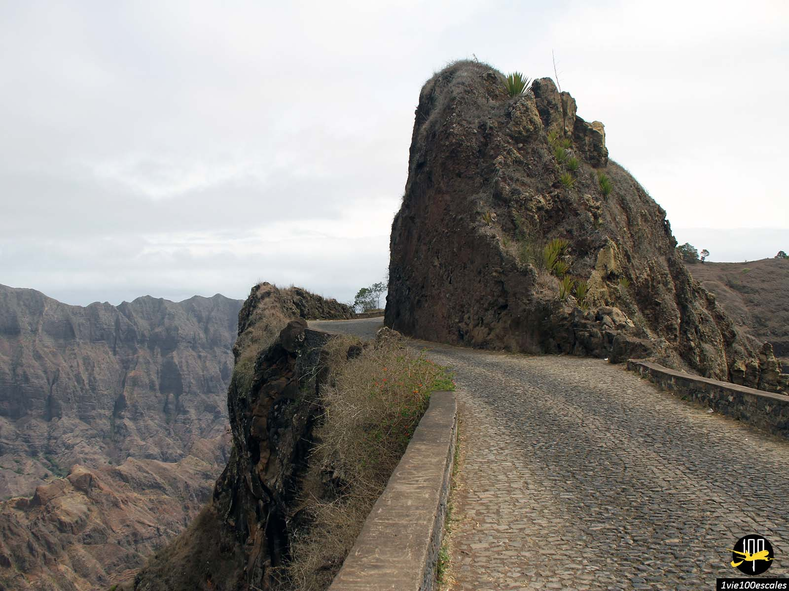 La vertigineuse route Estrada da Corda de Santo Antao au Cap Vert