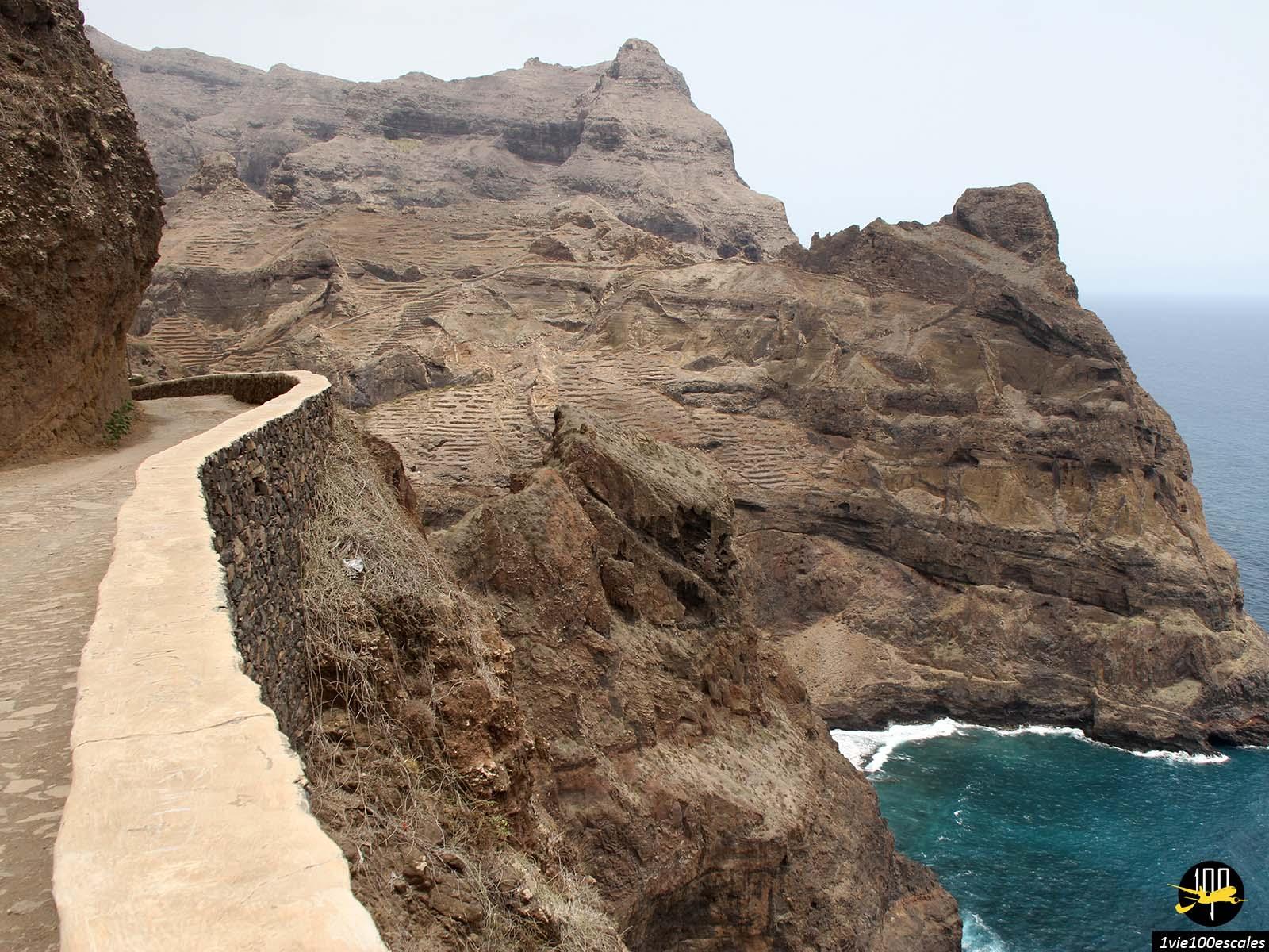 La petite route sinueuse entre Ponta do sol et Fontainhas