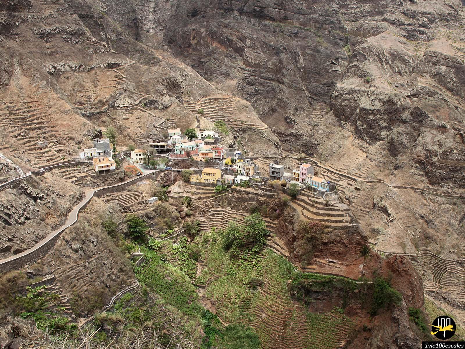 Le petit village isolé de fontainhas à Santo Antao classé parmi les plus beaux villages du monde