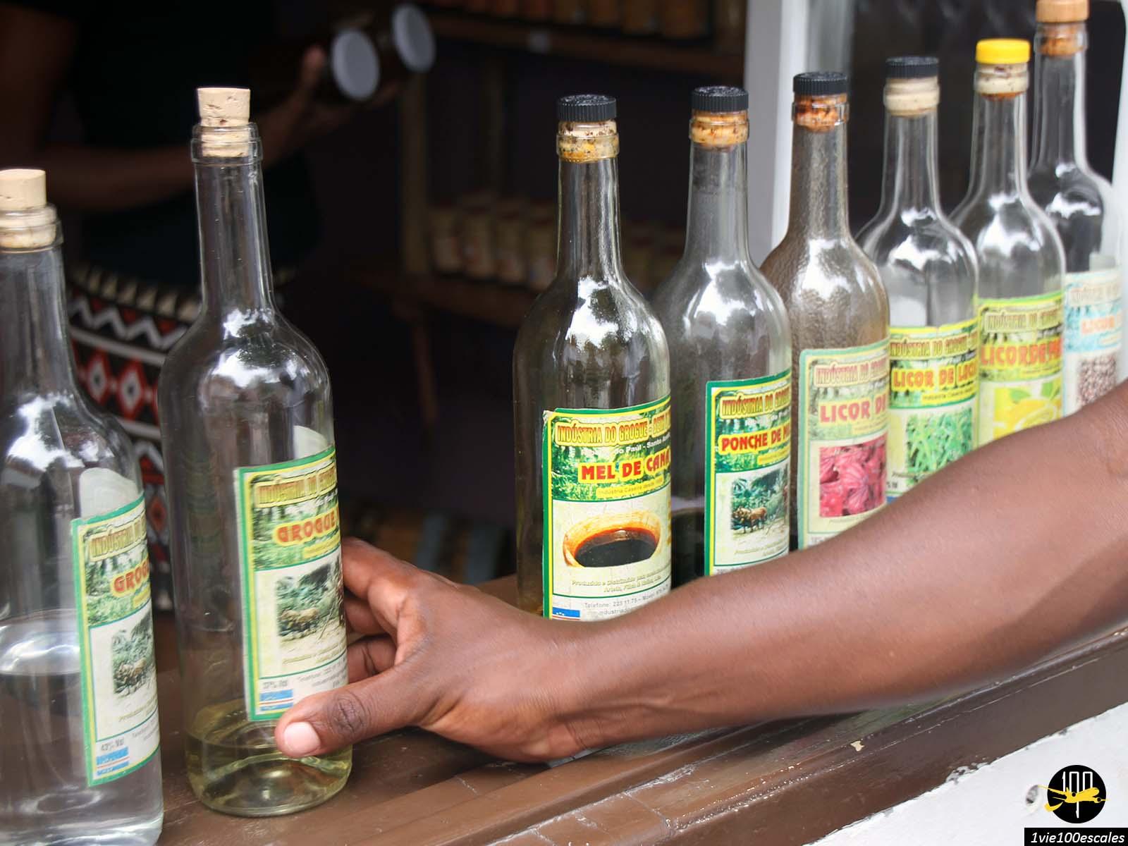 Vente de grogue artisanal sur l'île de Santo Antao au Cap Vert