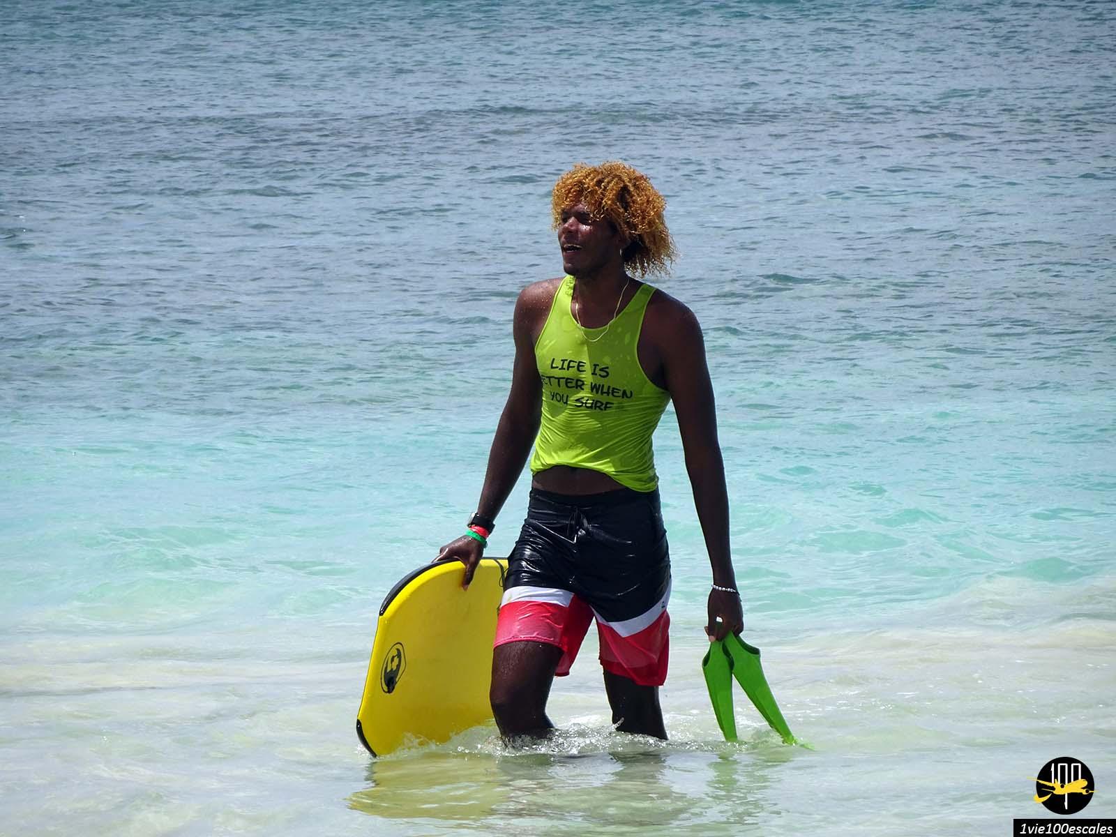 Santa Maria sur l'île de Sal est un super spot de surf avec les vagues et le vent