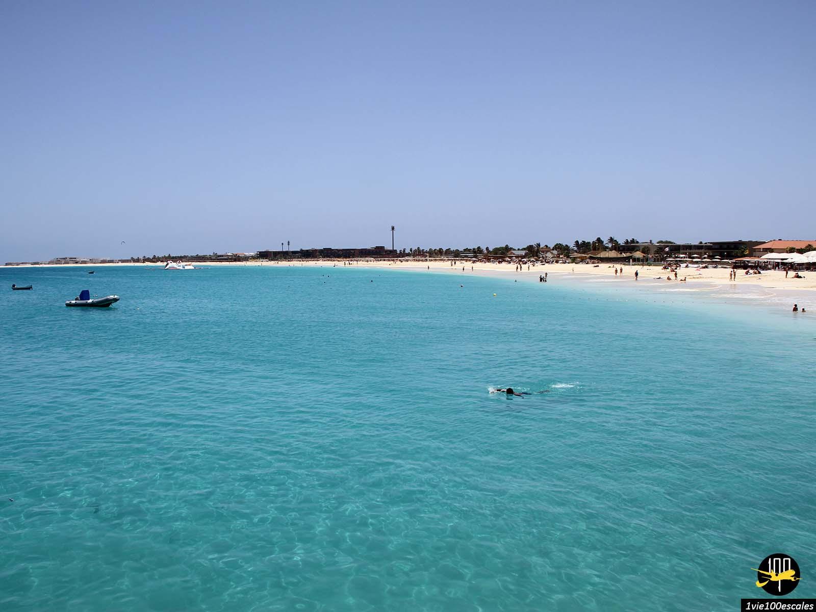 la belle et paisible mer de Santa Maria sur l'île de Sal