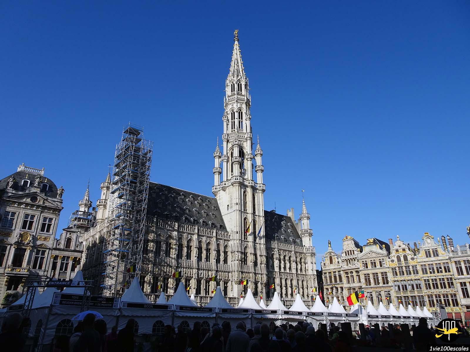 L'impressionnant hotel de ville sur la grand place de Bruxelles