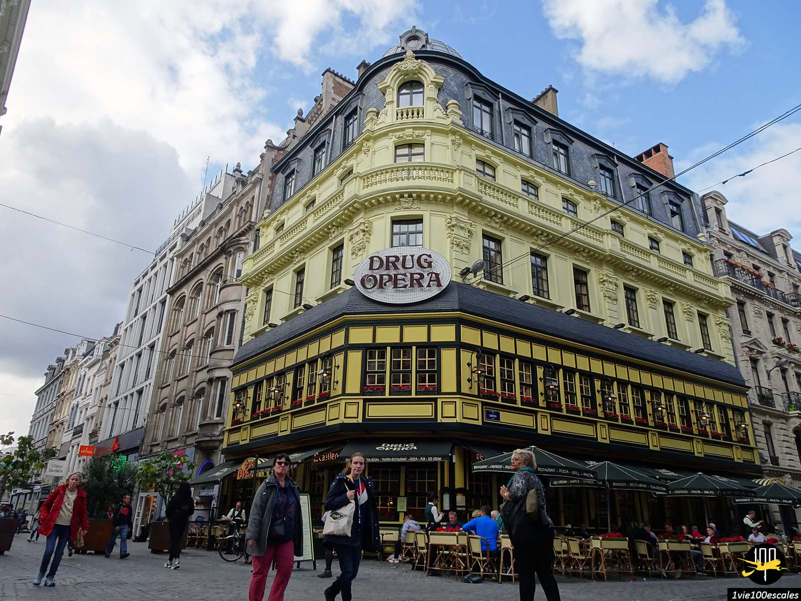 La belle façade du restaurant Drug Opera de Bruxelles