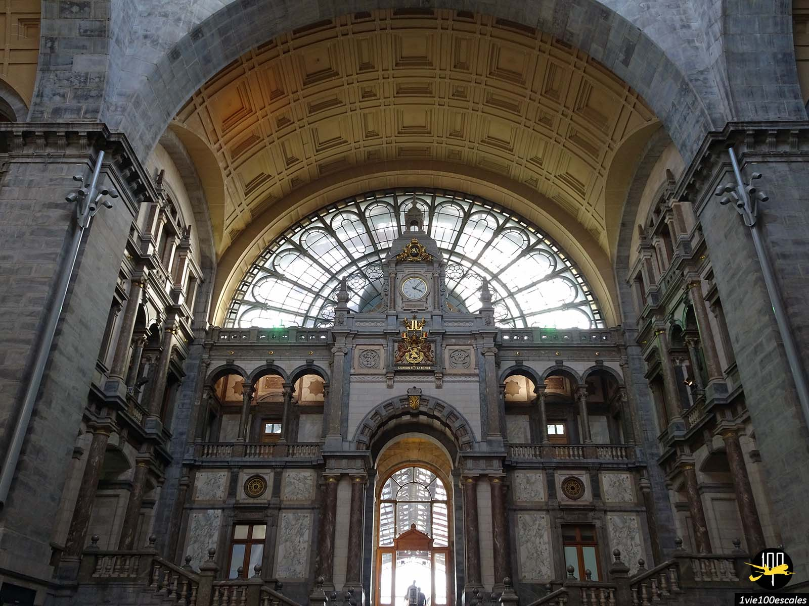 L'architecture de la belle gare d'Anvers en Belgique