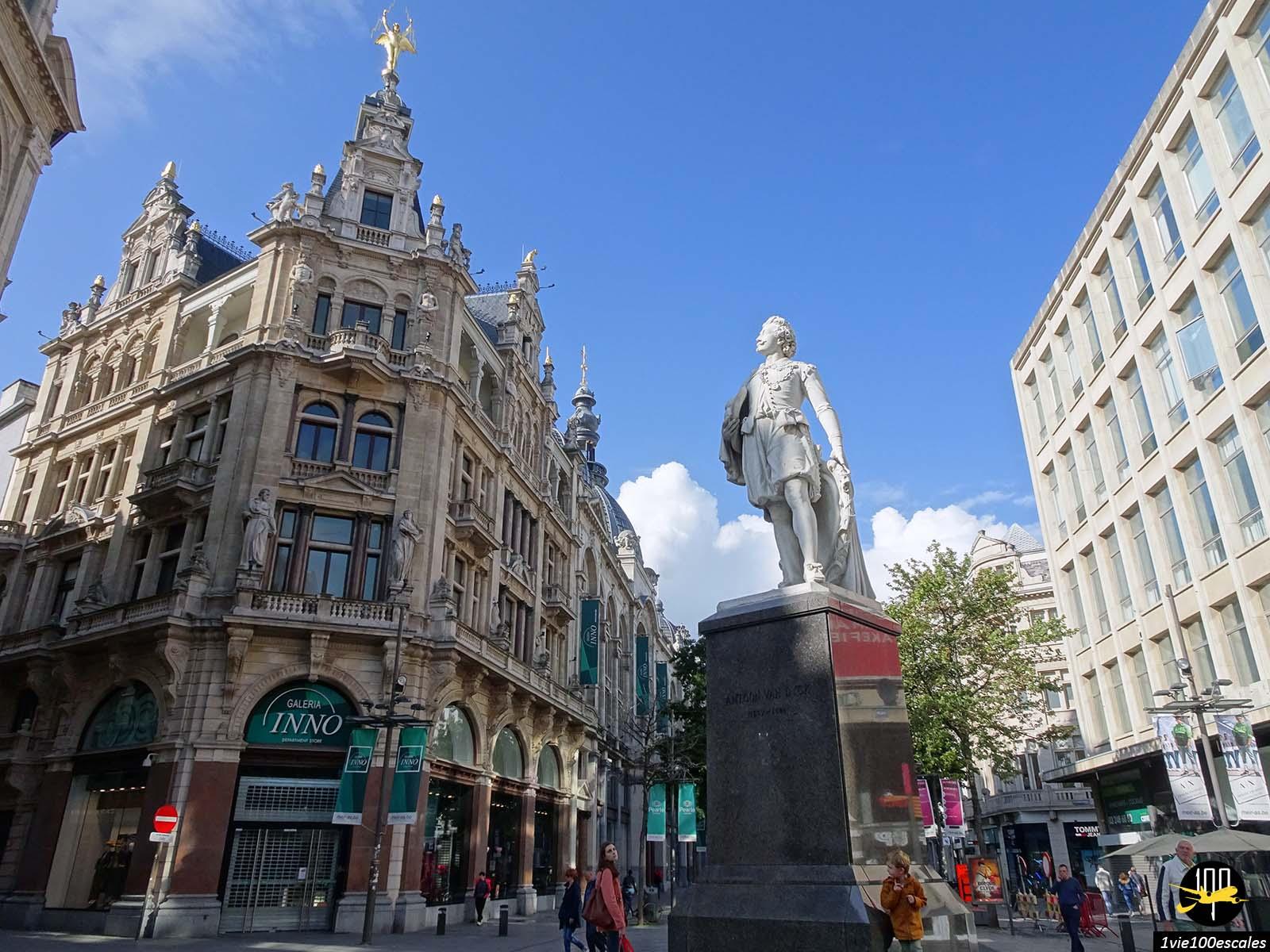 Les anciens immeubles de la rue commercante d'Anvers
