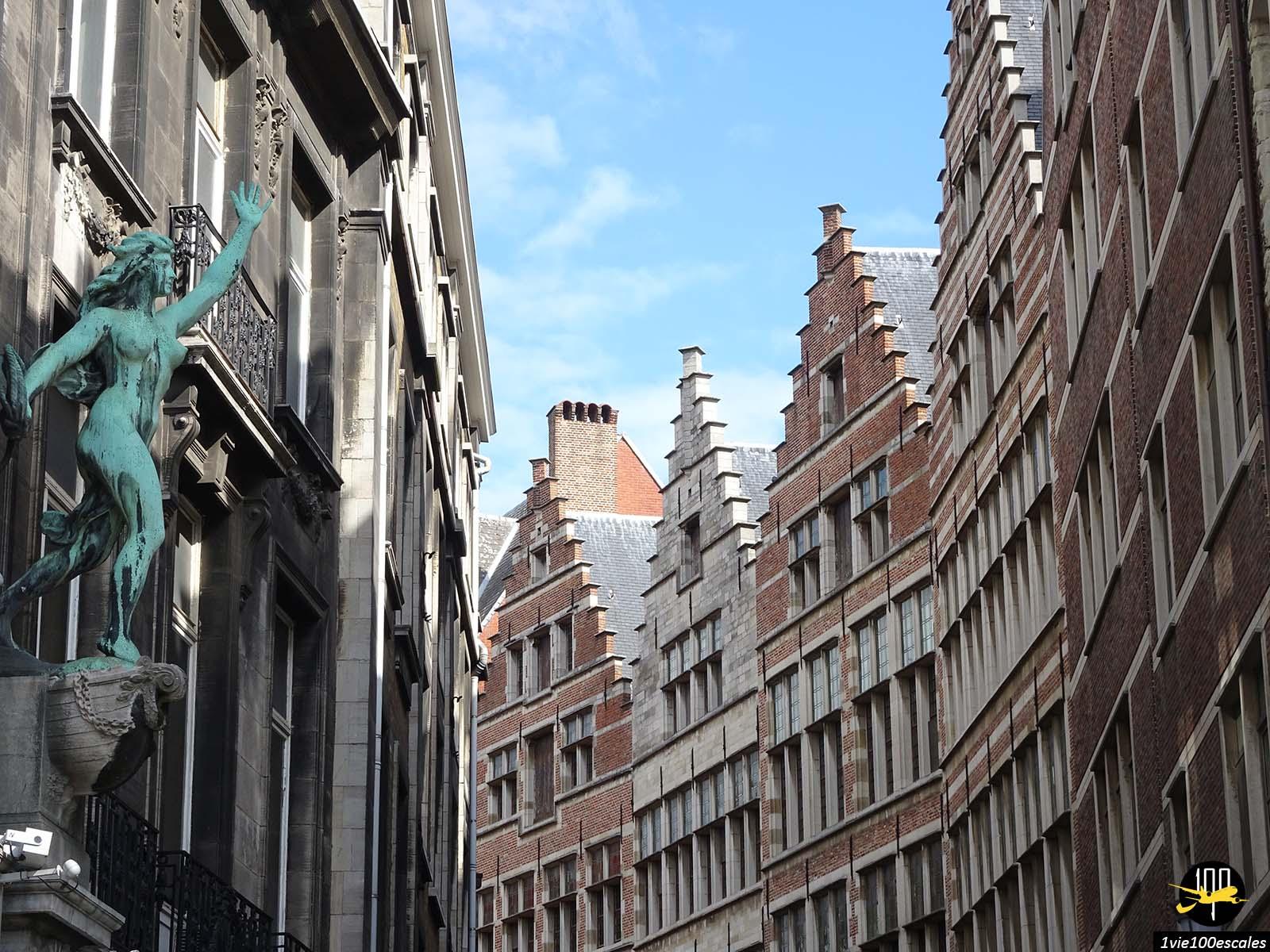 L'architecture typique en brique dans la vieille ville d'Anvers