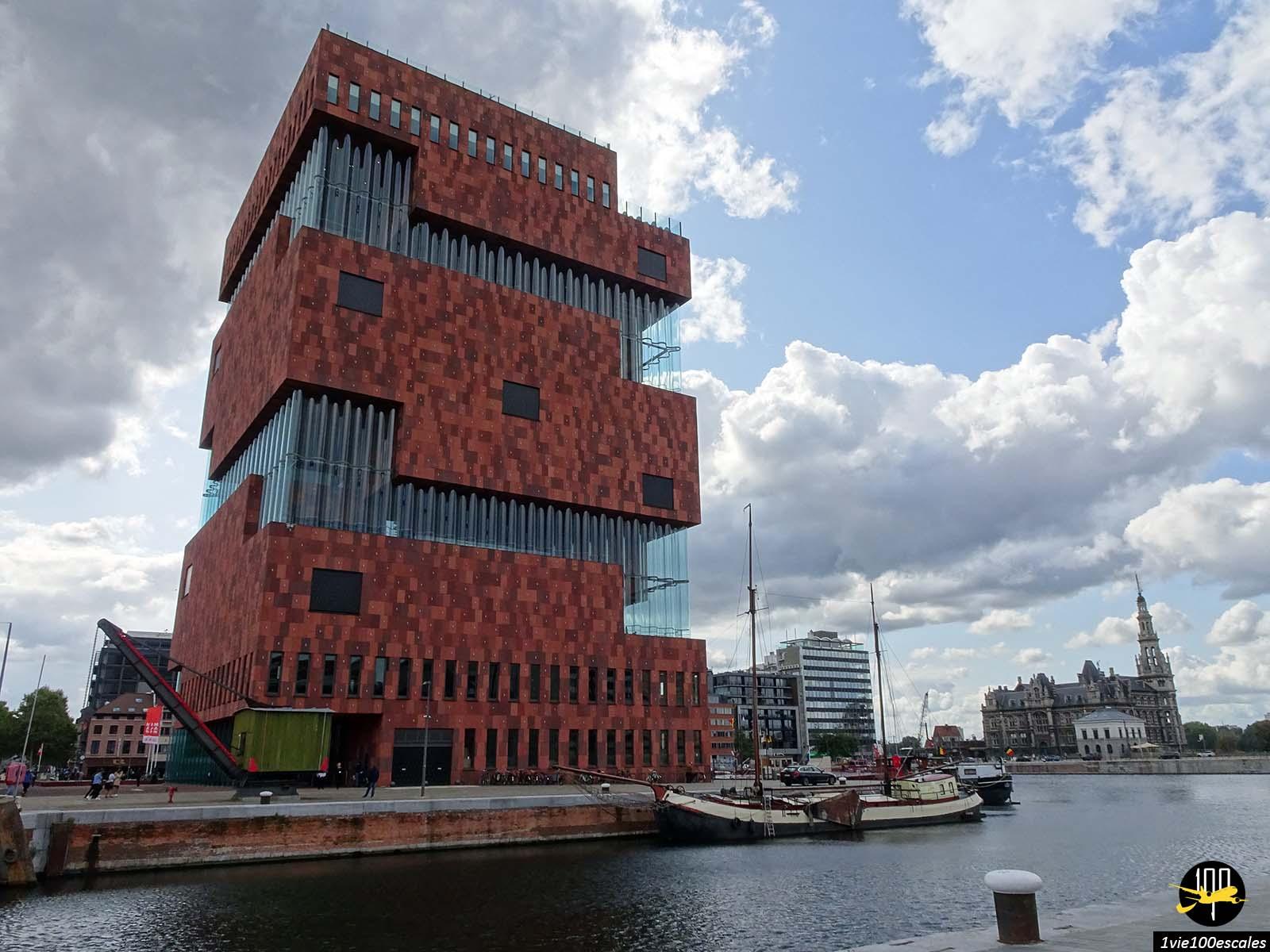 L'architecture du Museum aan de Stroom posé sur l'ancien port d'Anvers