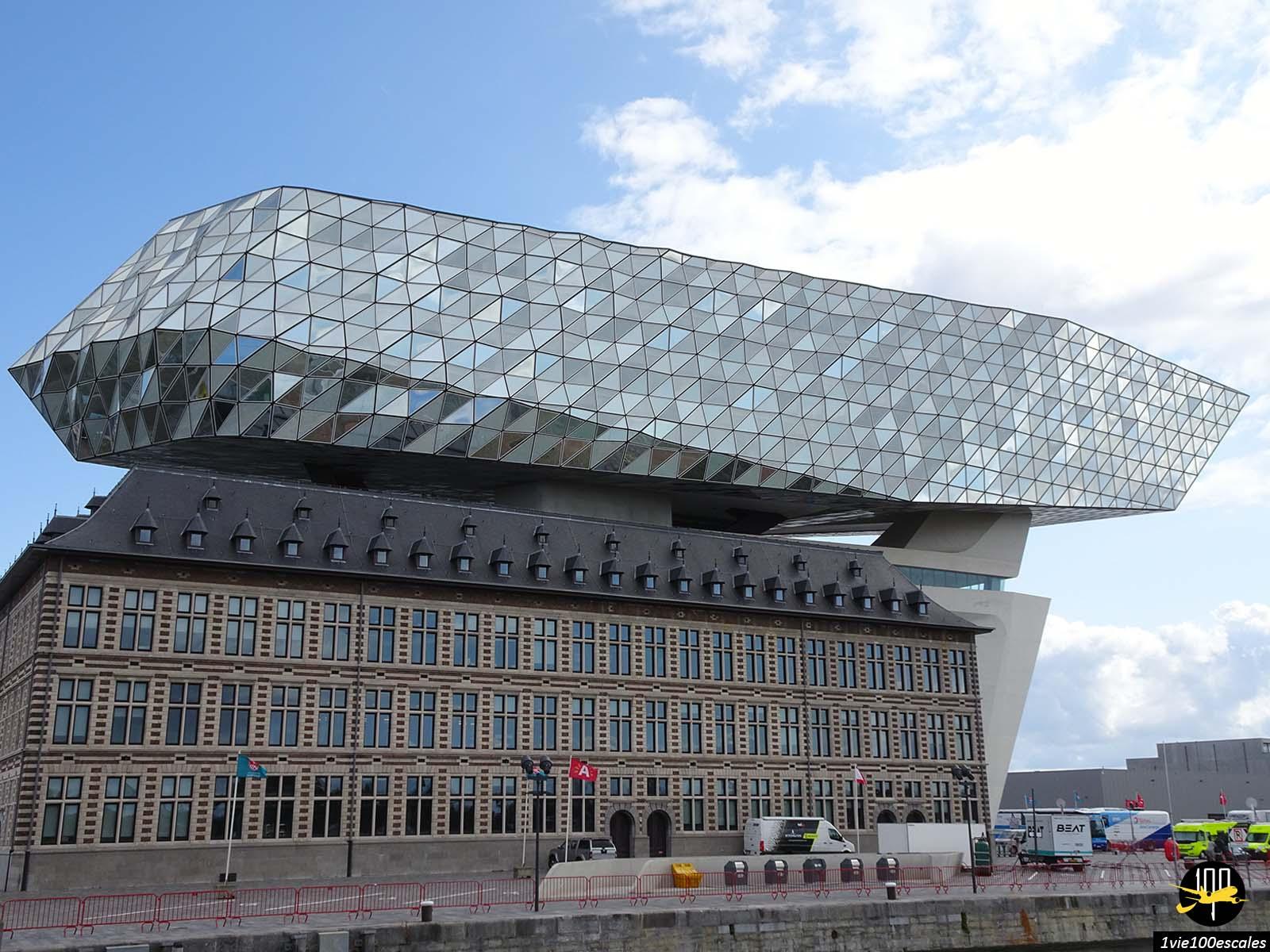 L'architecture design et moderne de la Havenhuis la capitainerie du port d'Anvers