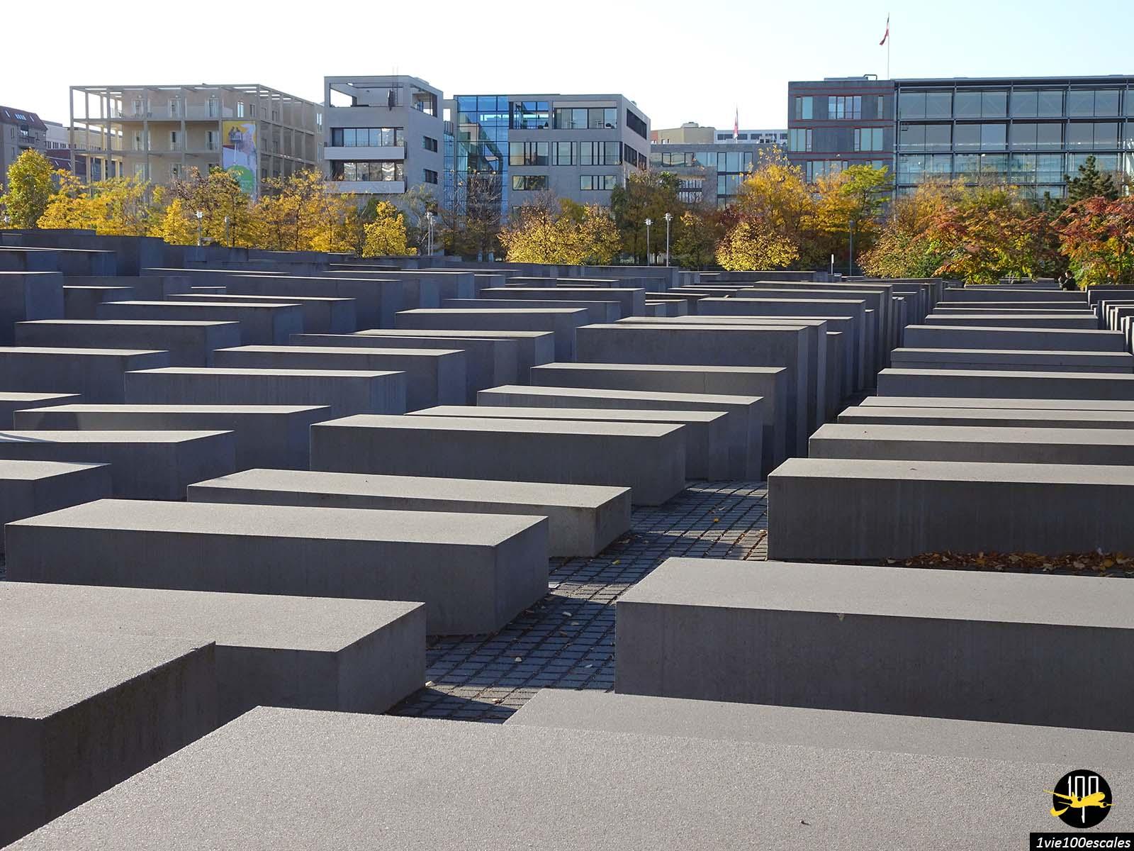 Les stèles en béton du Mémorial aux Juifs assassinés d'Europe à Berlin