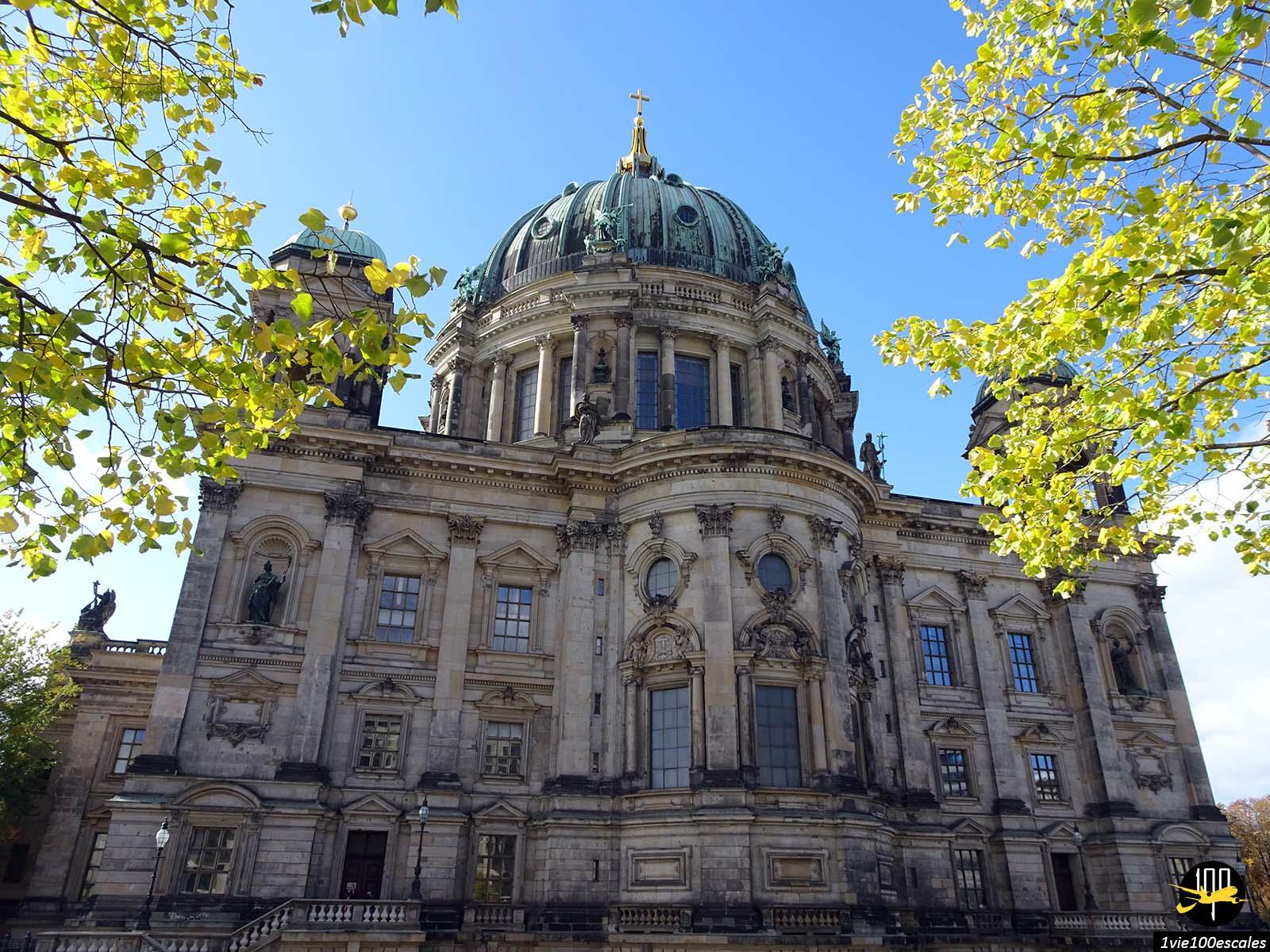 La façade arrière du beau Berliner Dom de Berlin