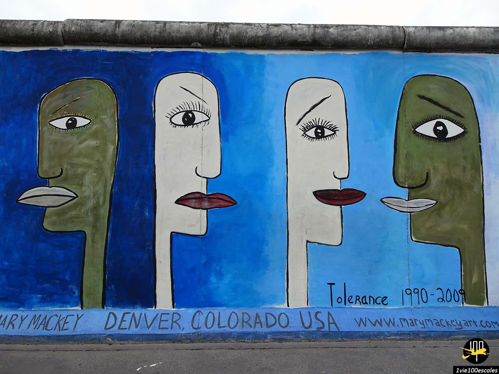 Le fameux mur de Berlin avec son exposition d'oeuvres d'art en plein air
