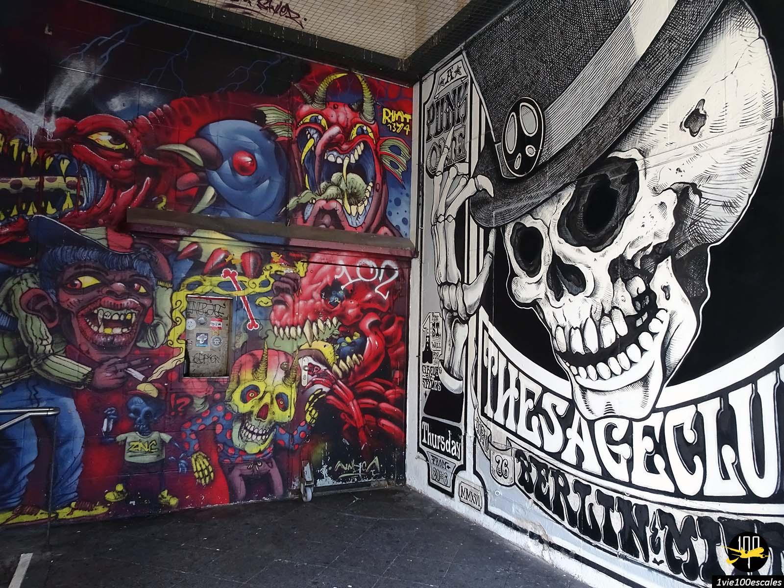 Le street art à l'entrée du métro de Berlin