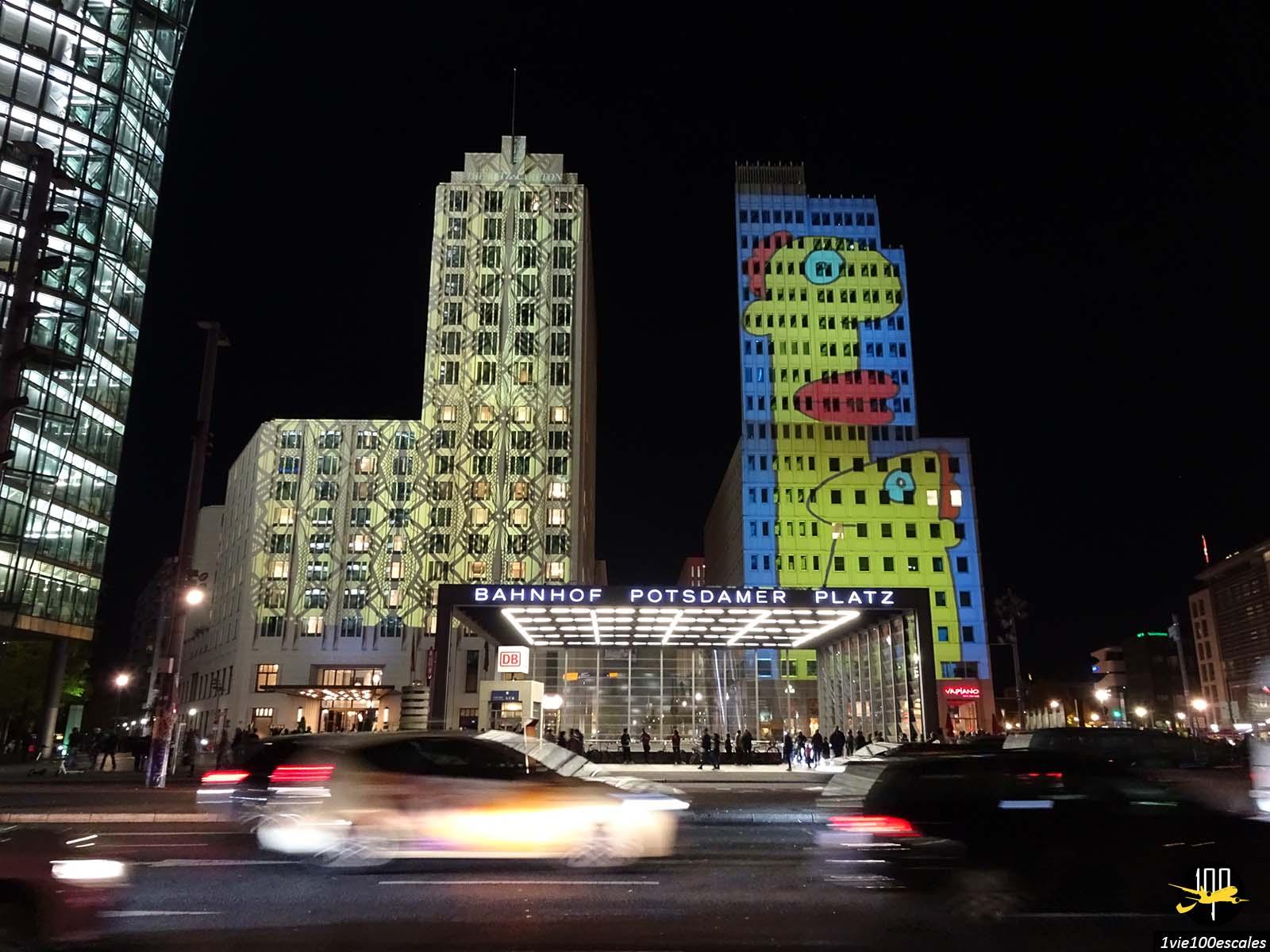 Le bahnhof Potsdamer Platz illuminée le Festival of Lights de Berlin