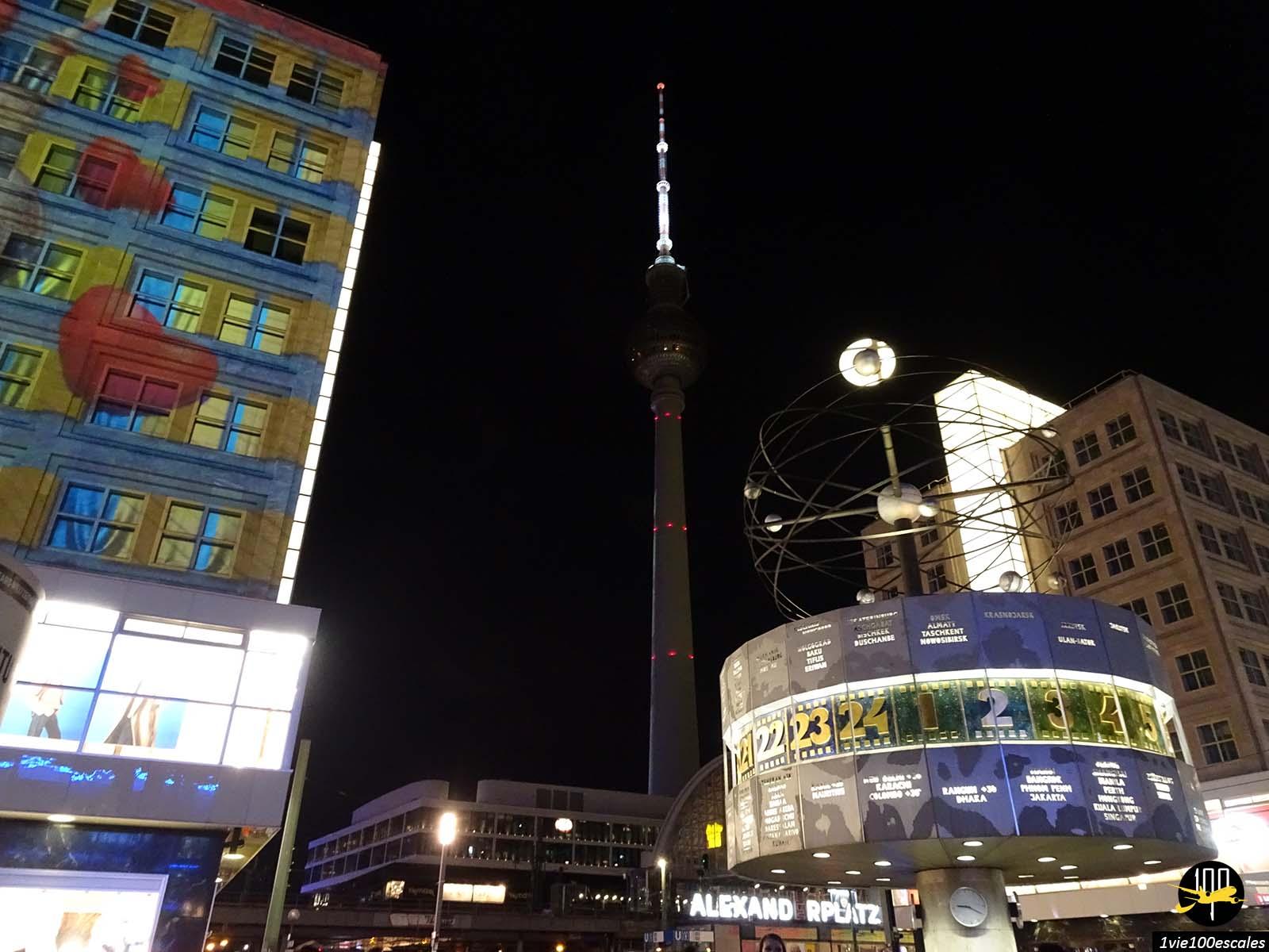 L'Alexanderplatz illuminé pour le Festival of Lights de Berlin
