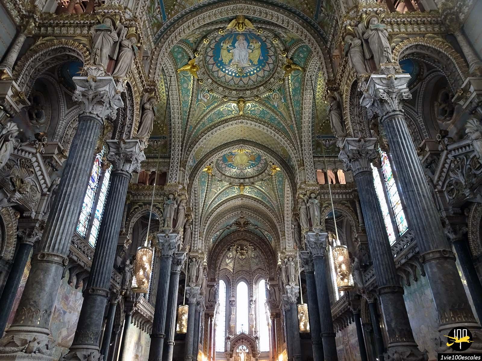 L'architecture intérieur de la Basilique Notre Dame de Fourvière de Lyon
