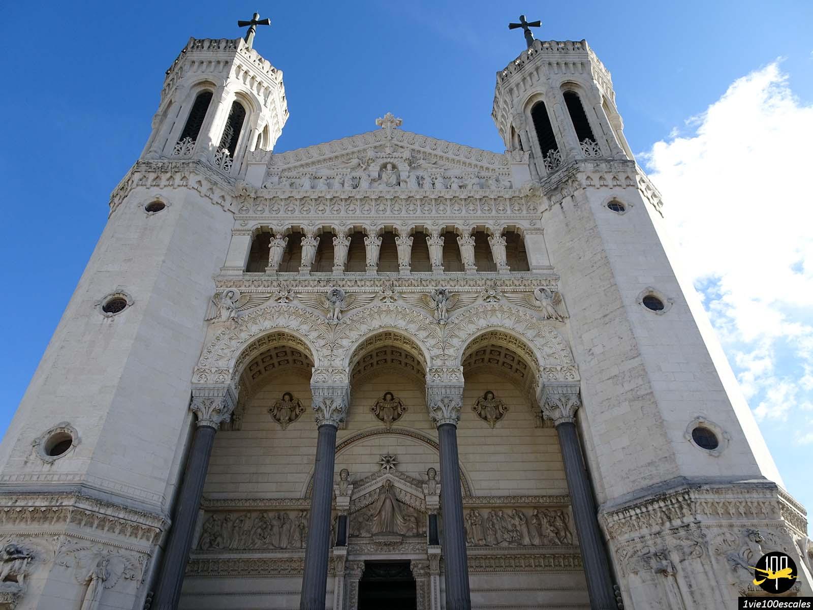 L'entrée de la Basilique Notre Dame de Fourvière de Lyon