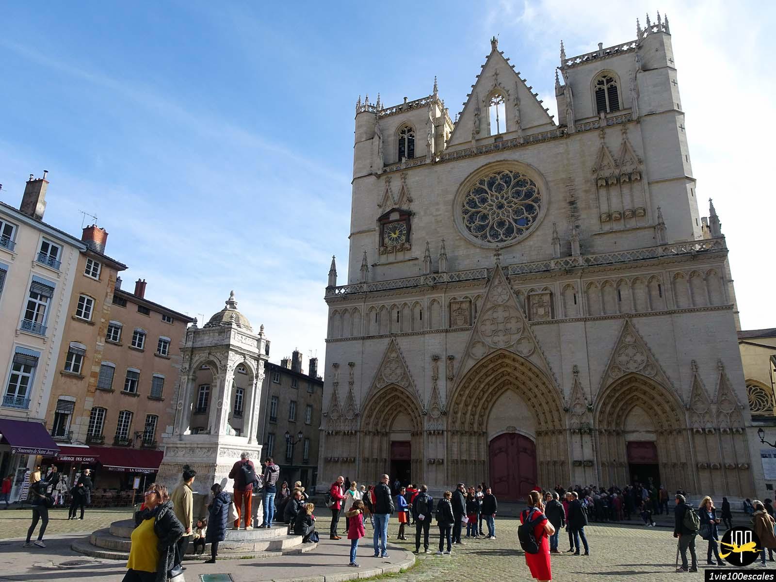 La belle Cathédrale Saint-Jean-Baptiste dans le vieux lyon