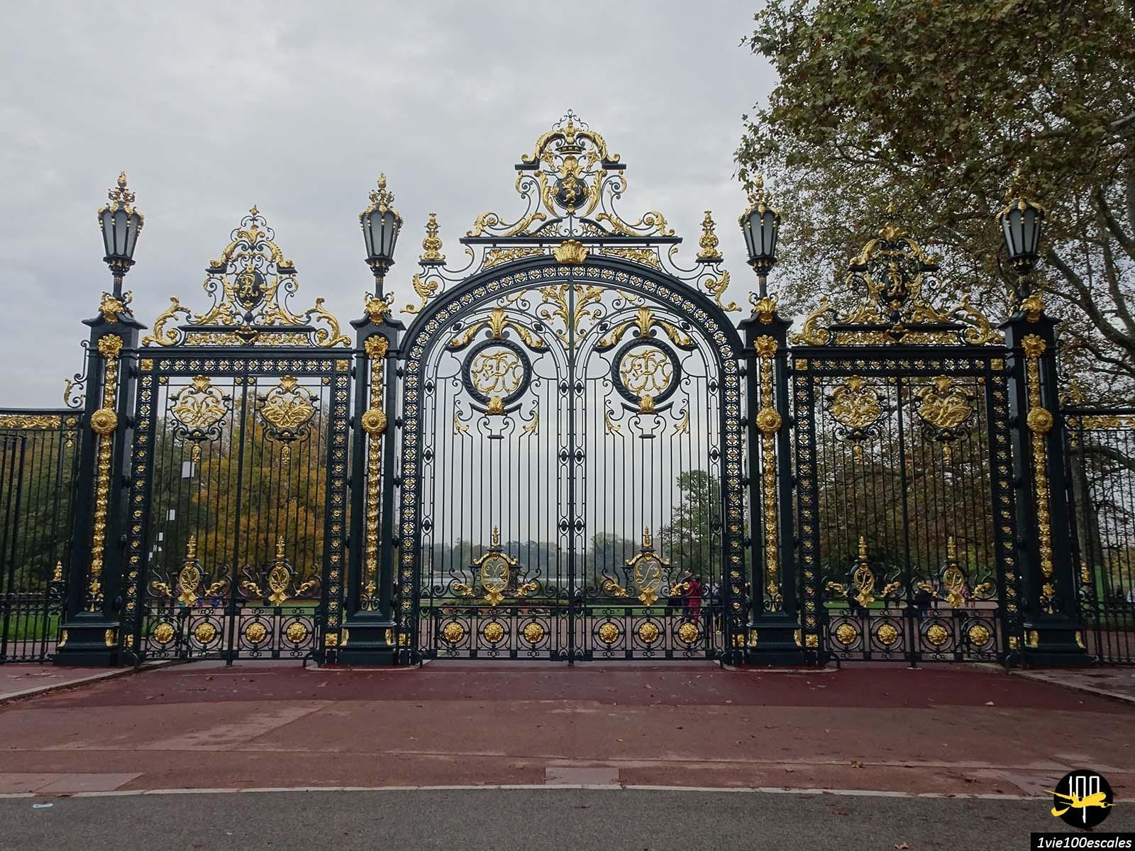 L'entrée dorée du Parc de la Tête d'Or de Lyon