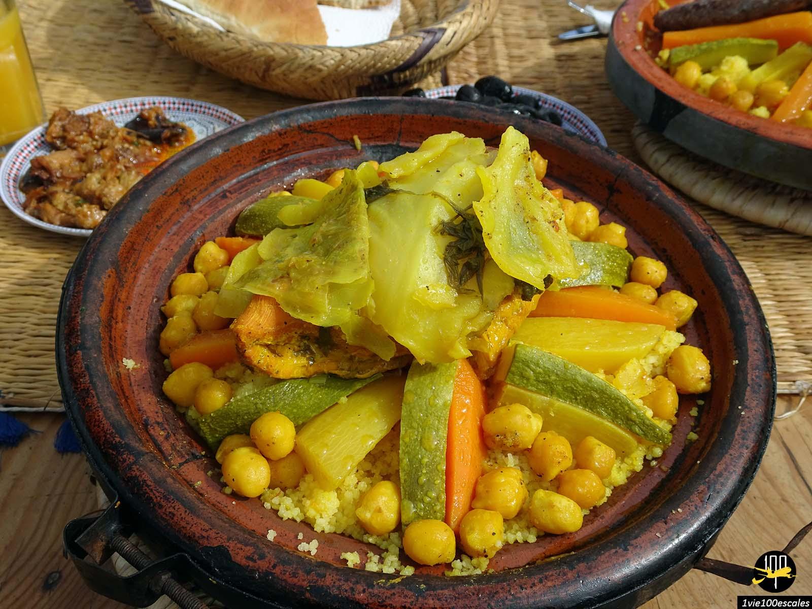 Déjeuner un couscous sur le toit du Cafe Snack Rahba Kedima à Marrakech