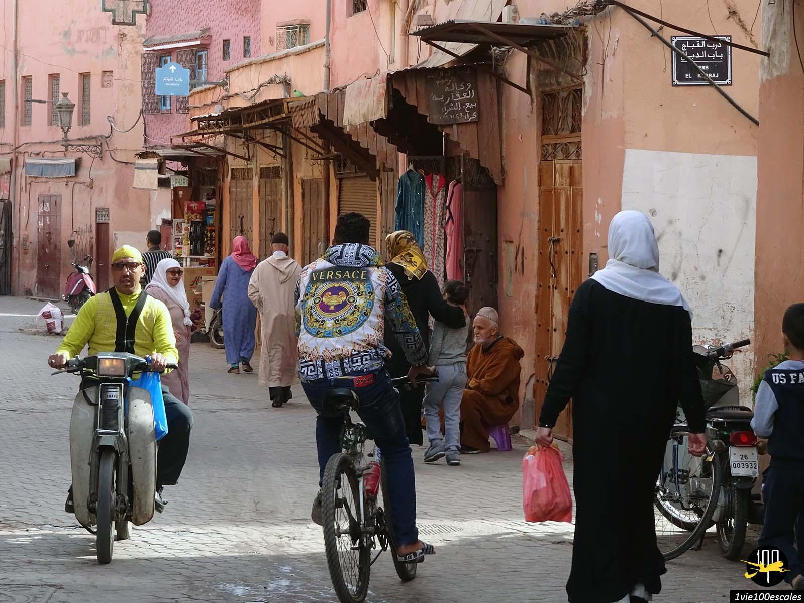 La vie de rue dans la médina de Marrakech