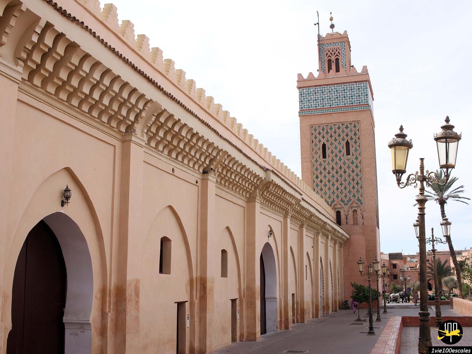 La belle mosquée dans le quartier de Mellah à Marrakech