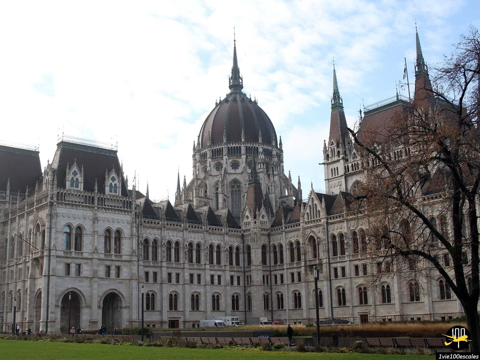 La superbe architecture du parlement de Budapest