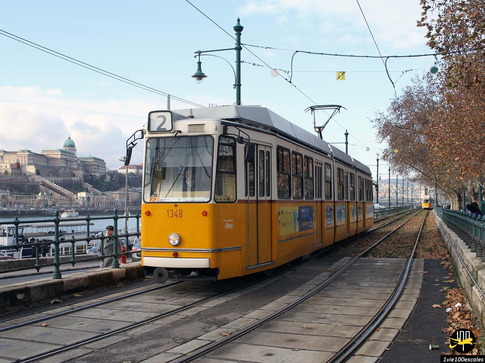 Le fameux vieux tramway jaune de Budapest