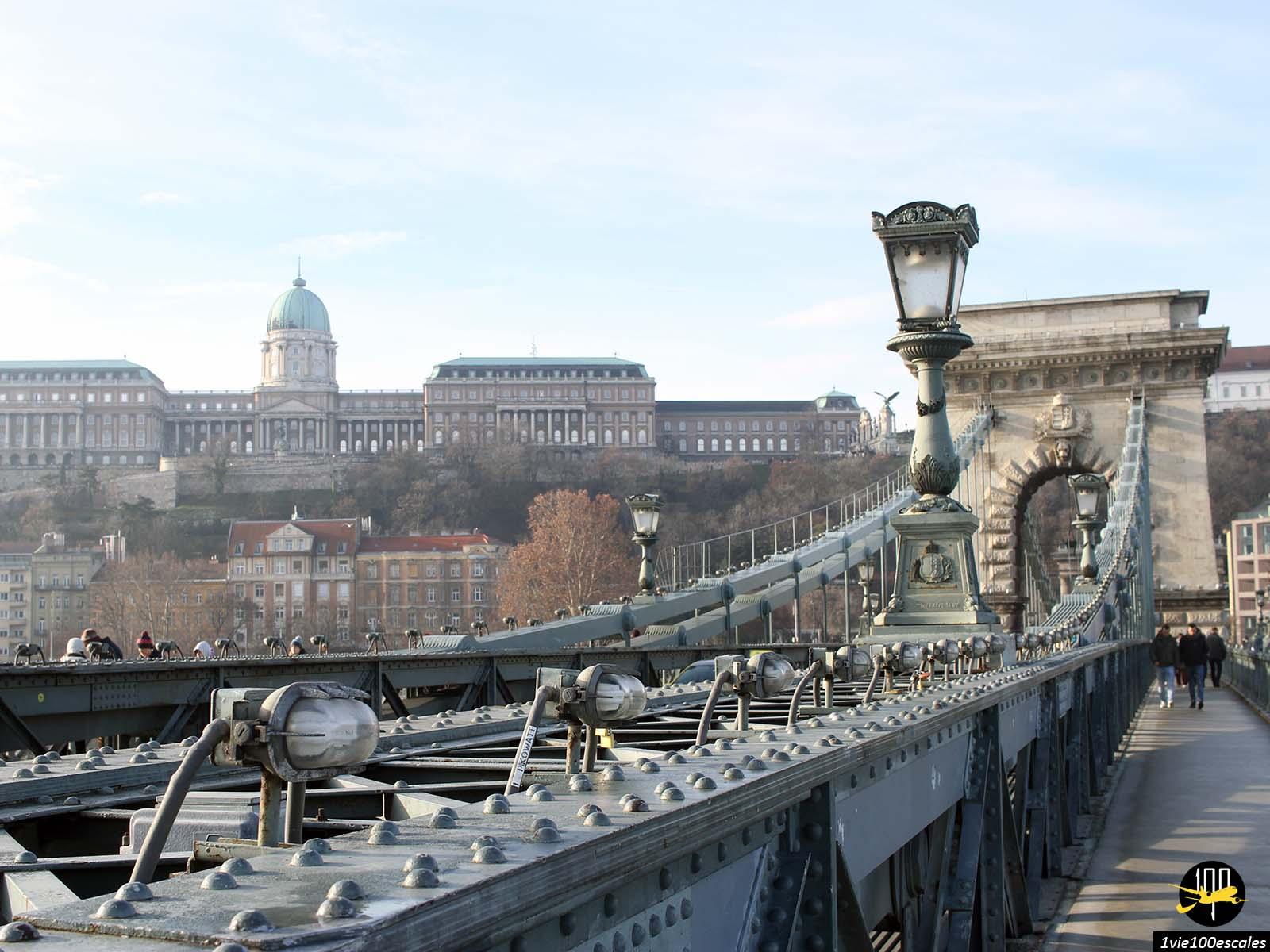 Le célèbre Pont aux chaînes Széchenyi de Budapest qui relie Buda à Pest