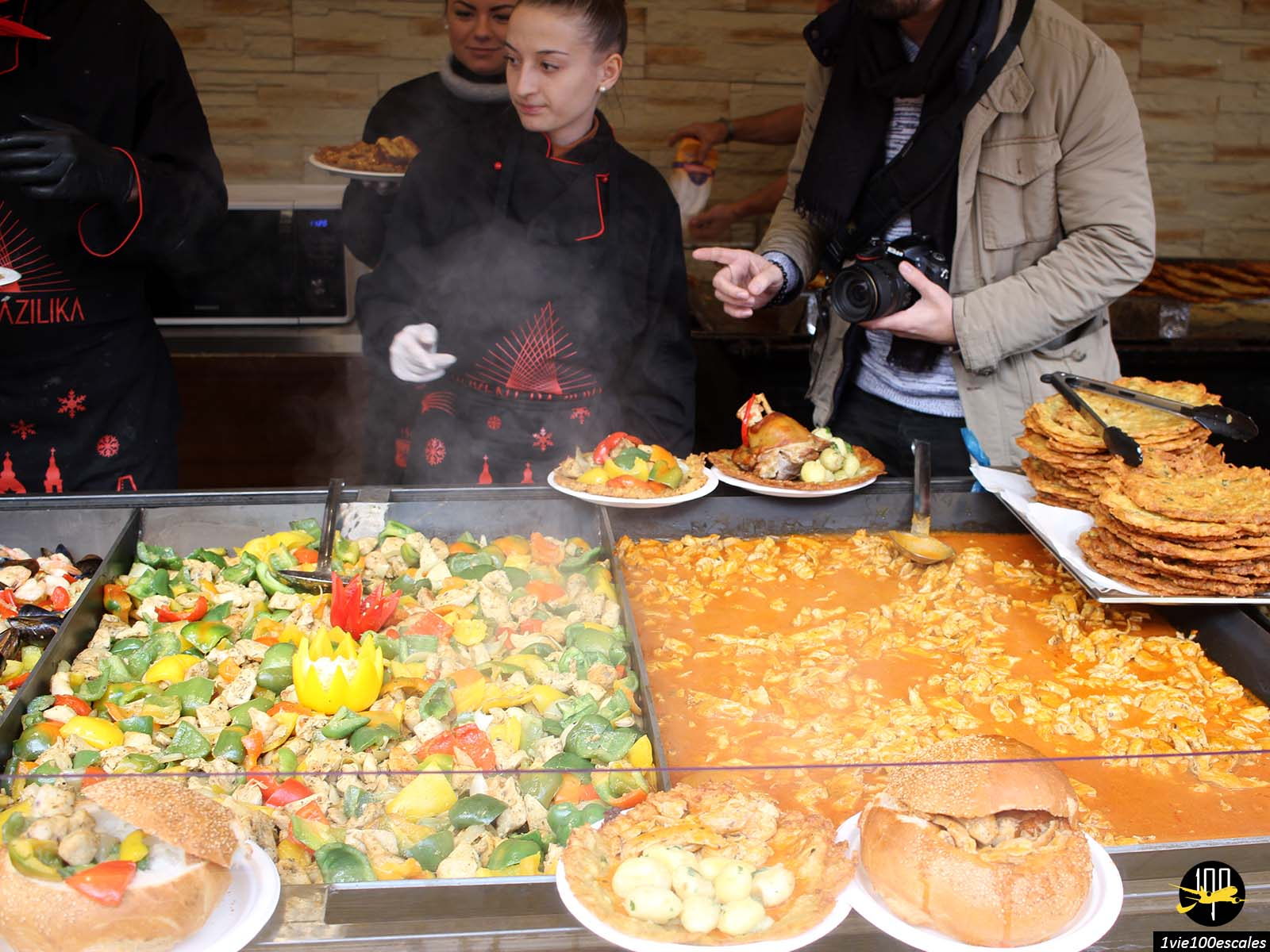 Le large choix de nourriture au marché de noel de Budapest