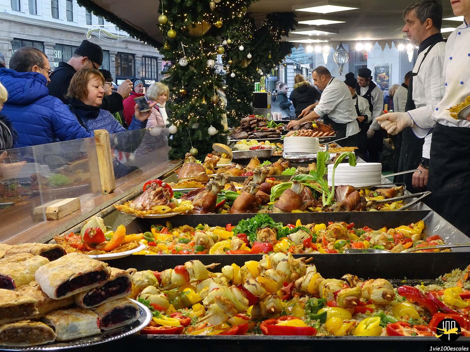 Manger au marché de noel de Budapest