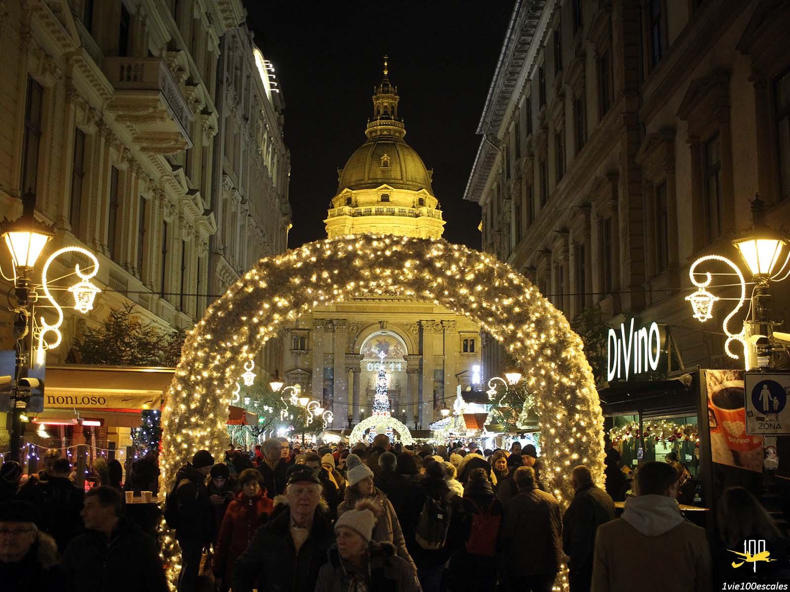 Les magnifiques illuminations de Noel dans les rues de Budapest