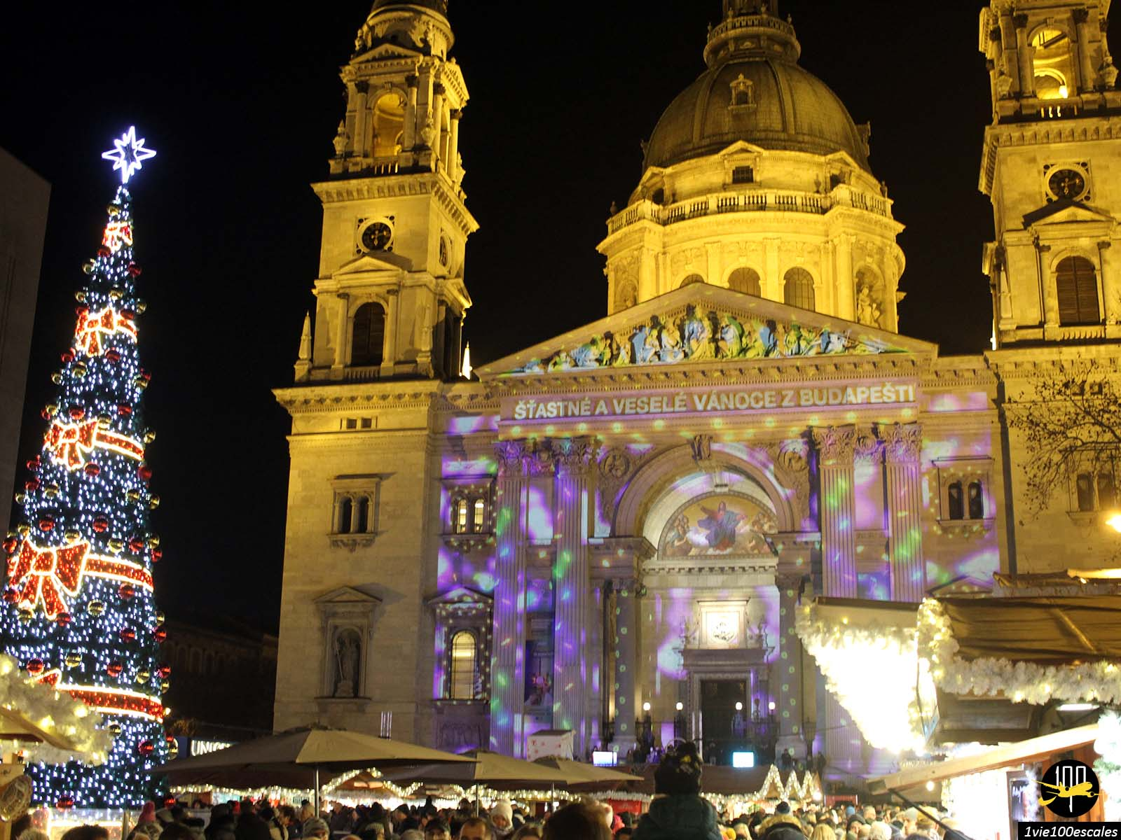 Illuminations de Noel sur la Basilique Saint-Étienne de Pest de Budapest