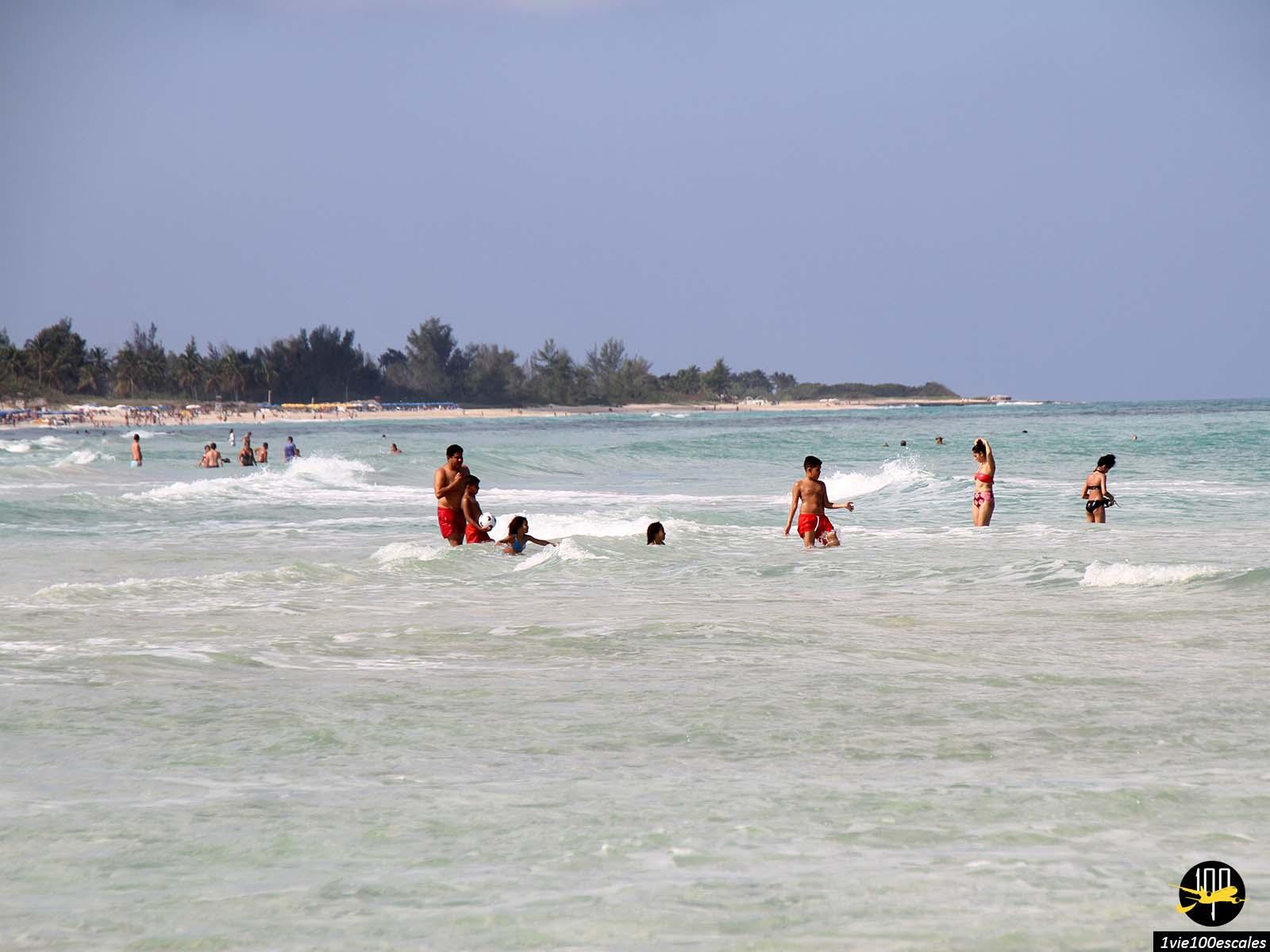 L'ambiance familiale sur les Playas del Este près de La Havane