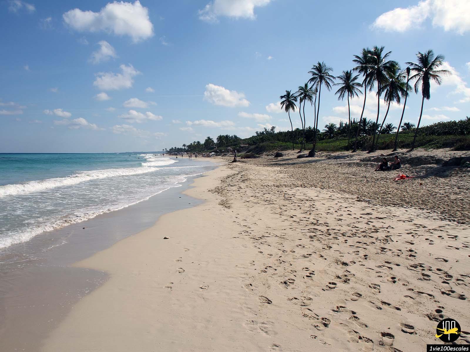 Loin de la foule sur les Playas del Este près de La Havane